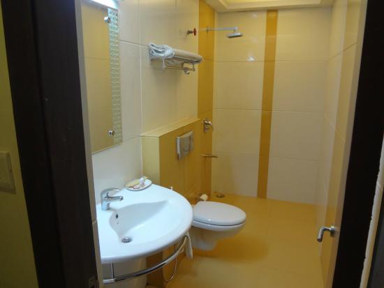 Hotel Suncity International: BATH ROOM