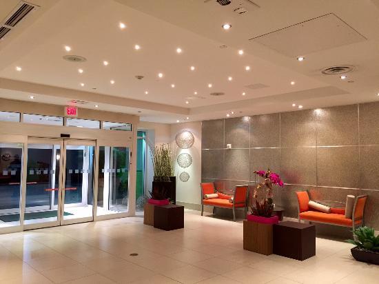 Holiday Inn Sarasota - Airport: Hotel lobby