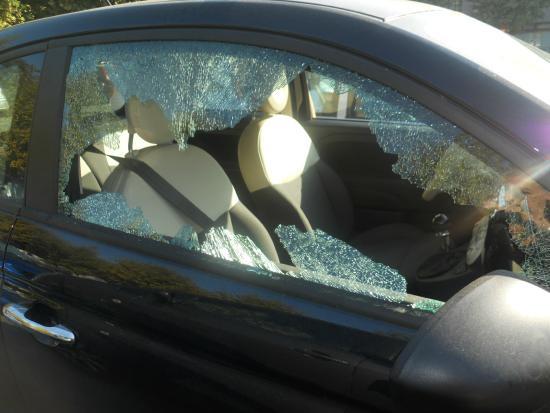 Aversa, Italy: vetro rotto