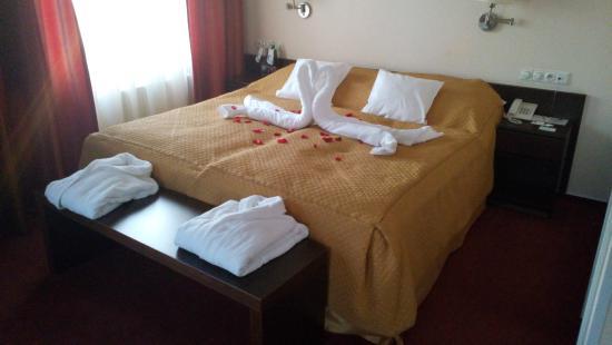 Imperial Hotel Ostrava: Úprava postele při příležitosti Valentýnského pobytu