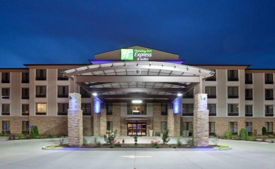 Holiday Inn Express Hotel & Suites St Louis Airport: Hotel Exterior