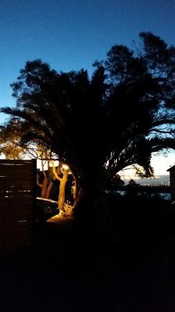 Gordon's Bay, Sydafrika: Mysig belysning på hela hotellområdet