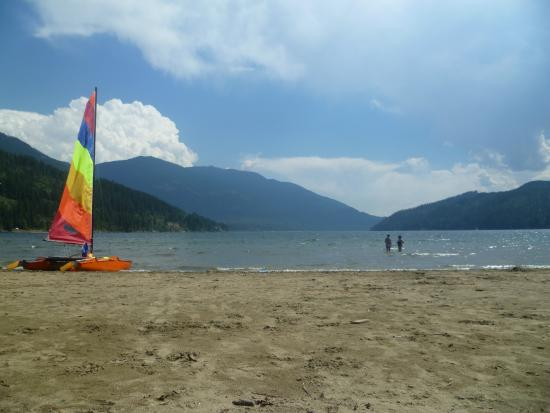 Kokanee Chalets: Another day at the beach