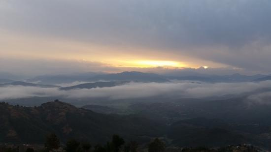 Himalayan Sunrise Guest House : Great view from the rooms at dawn.