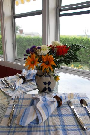 Cranberry Hill Inn : Breakfast in the sunroom