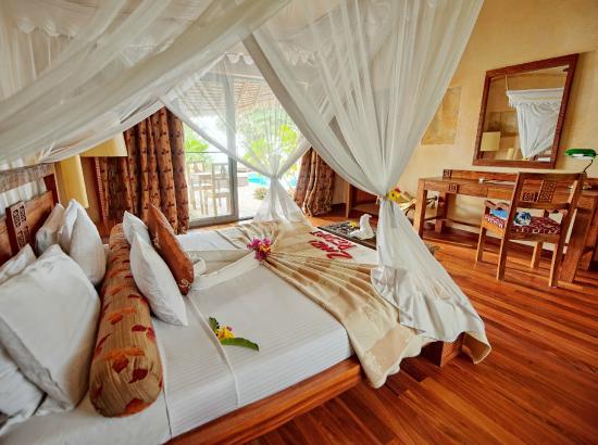 Bedroom in Ocean-view villa (124086951)