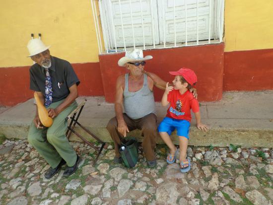 Casa Mario y Damaris : Ale con Trinitarios