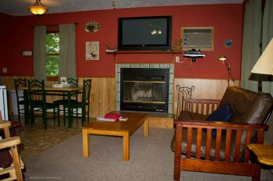 Sunset Farm Cabins : Inside our Moose Cabin