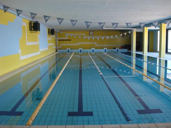 Piscina coperta foto di real sporting village roma - Hotel piscina roma ...