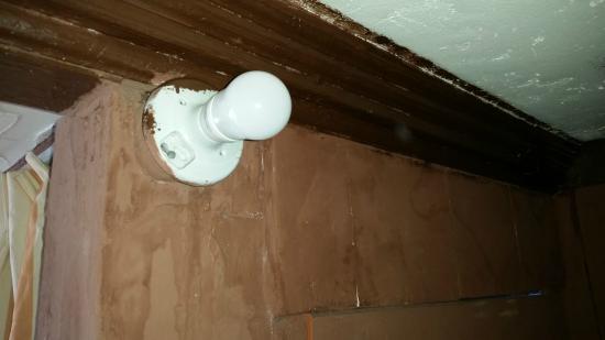 La Fonda Hotel & Restaurant: No Cover Non working Lights