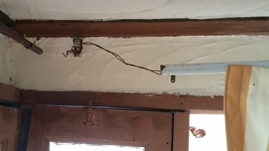 La Fonda Hotel & Restaurant: Wire holding up Rusted Curtain Rods