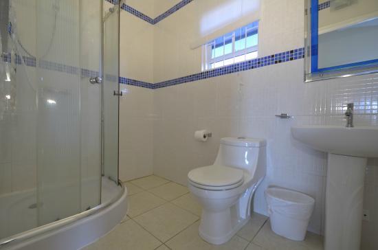 Nos Krusero Apartments: Bathroom - Deluxe Bedroom Apts