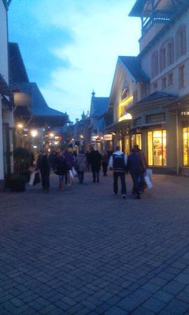 Wertheim Village: Shoppingmeile