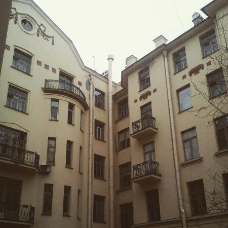 Zapovednik Mini Hotel: Вид из окна номера на двор.