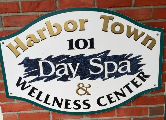 ‪Harbor Town Day Spa & Wellness Center‬