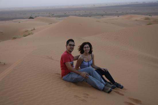 Rutas Por Marruecos Travel Services, S.a.r.l.: Amanecer en el desierto. David y Anna
