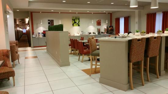 La Quinta Inn & Suites Harrisburg Airport Hershey : Место для завтрака