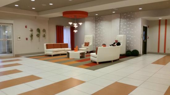 La Quinta Inn & Suites Harrisburg Airport Hershey : Лобби