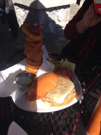 Mc P's TapHouse Grill: Vege burger with onion rings