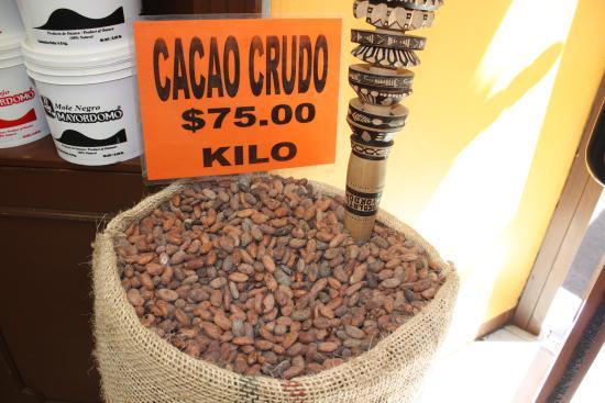 Mercado 20 de Noviembre: Roasted cocoa beans