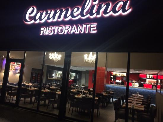 Moirans, France : extérieure ristorante Carmelina