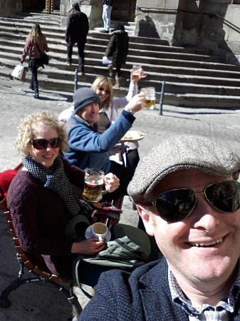 La Flor de la Esquina: enjoying the sun and beer