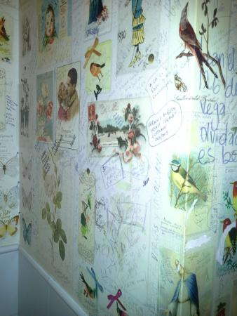 La Flor de la Esquina: sign the toilet wall