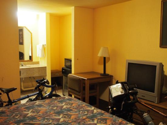 Simmesport, LA: Room 114