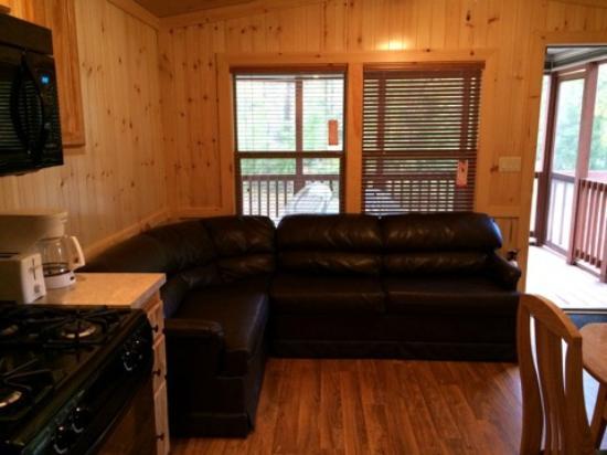 Big Timber Lake Family Camping Resort: Spacious living room