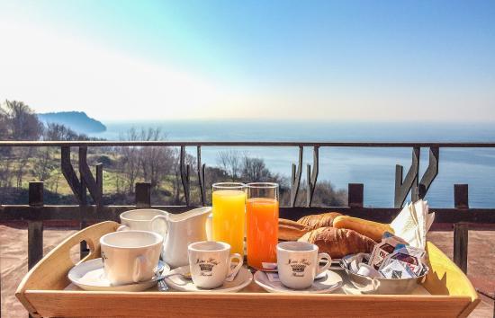 Mini Hotel: breakfast with sea-view...