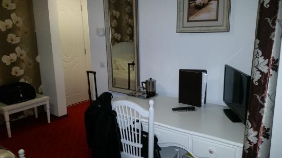 Hotel Helin Central: tv, mini bar