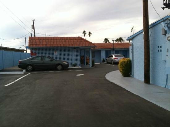 Blue Mist Motel: Side view