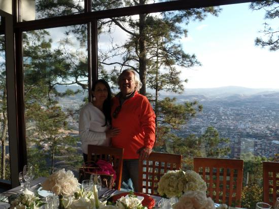 La Cumbre: John and Jody with Views of Tegus