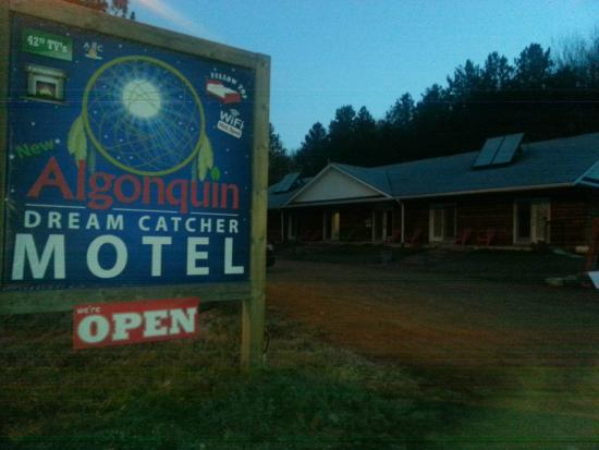 Algonquin Dream Catcher Motel: Frühmorgens in Whitney
