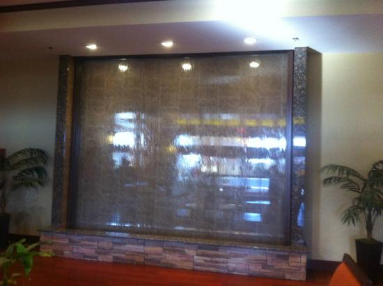 Grand Casino Hotel : Water Feature in Lobby