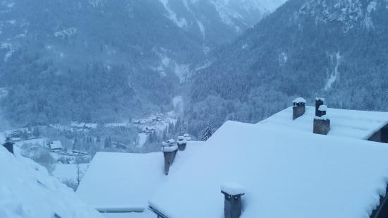 Chambres d'Hotes Les 2 M : Winters uitzicht vanuit de kamer