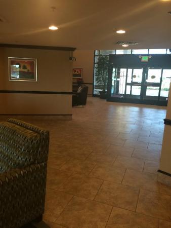 Hotel Chino Hills: lobby