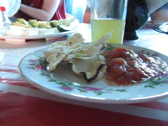 Fundacion En Via : Enchilada at Comedor San Miguel