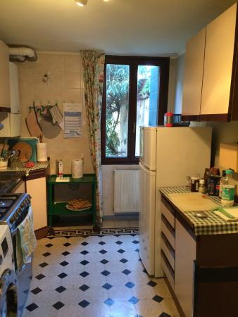 Palazzetto da Schio: The very ample kitchen for 2 working journalists