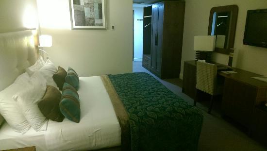 Hotel Westport : Huge bed and so comfy!