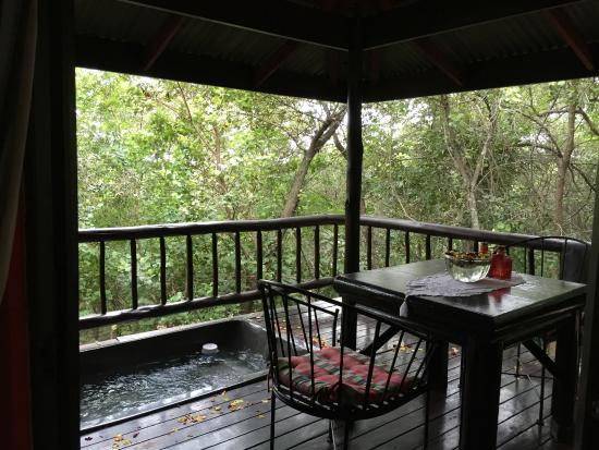 Thulamela: Private Jacuzzi on the wooden deck - very relaxing & romantic