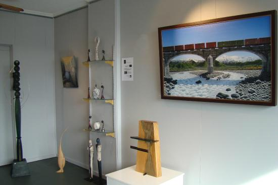Gifts on Grove: Gallery of New Zealand fine art