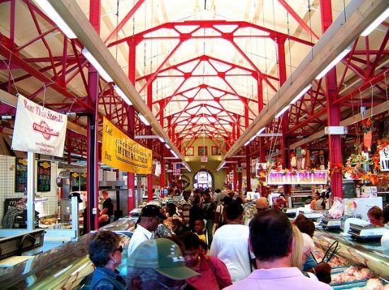 Cincinnati Food Tours : Center aisle