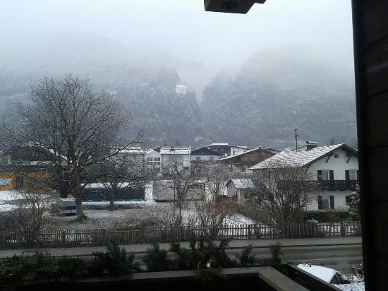 Tyrolis Hotel : Da janela lateral..