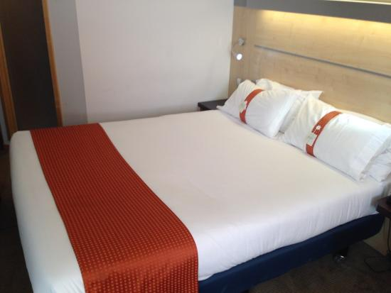 Holiday Inn Express Barcelona-Sant Cugat: Double bed .