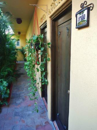 Norman Diego's The Mexican Inn: Inner courtyard
