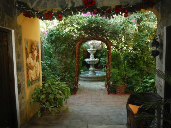 Norman Diego's The Mexican Inn: Entry to Inner courtyard