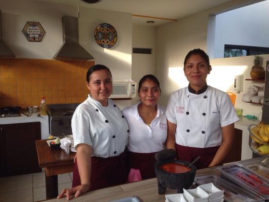Casa Ticul Hotel by Koox: Hotel Casa Ticul - breakfast crew ��