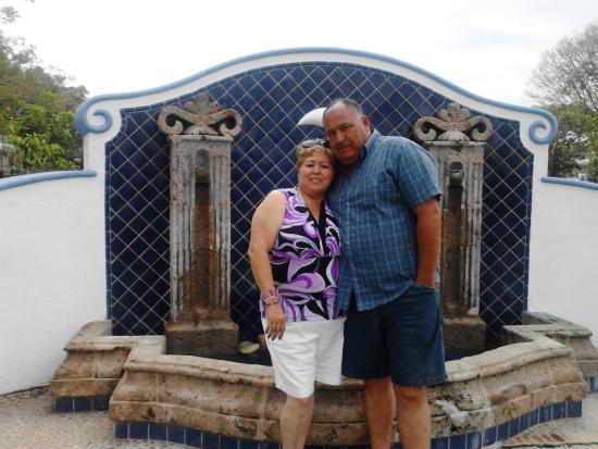 Puerto de Luna Pet Friendly and Family Suites: Fuente a la entrada del hotel