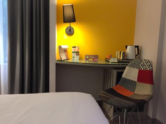 ibis styles jakarta mangga dua square perlengkapan kamar tidur